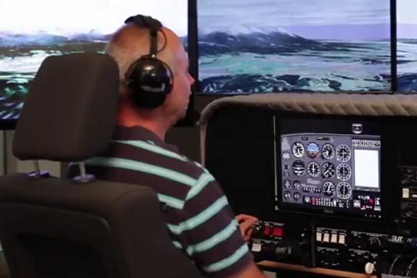 Miroslav Krček v leteckém simulátoru AeroLife Academy