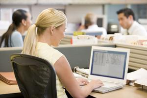 Problémy moderních pracovišť (1/2): E-maily a open space