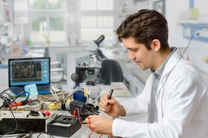 Přelomové vynálezy: Mají lepší šanci týmy vynálezců, nebo vynálezci jednotlivci? (2/2)