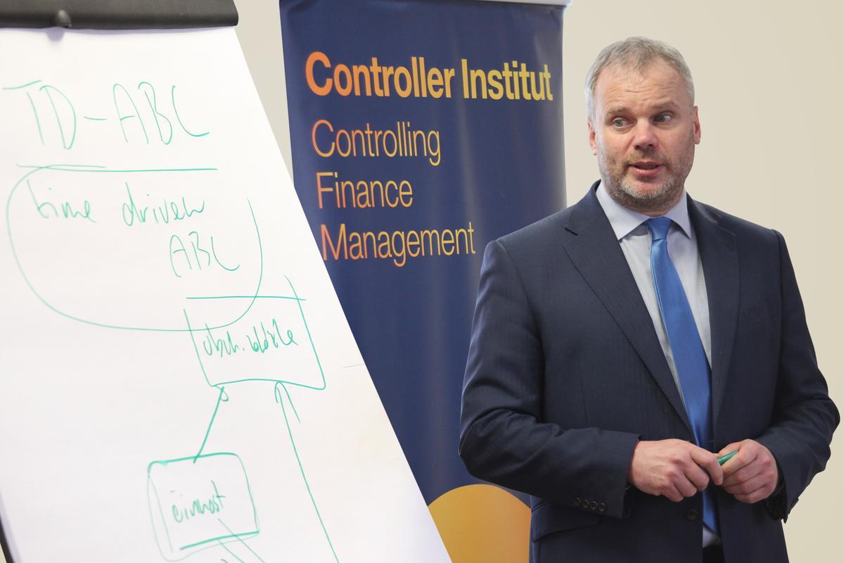 Tomáš Nekvapil, Controller Institut